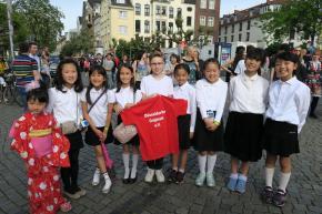 Zukünftige Kindervenetia Saya singt beim Japan-Tag
