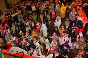 """Kinderkarneval """"Originale Kinderdschungelspaß"""" mit über 400 Kindern"""